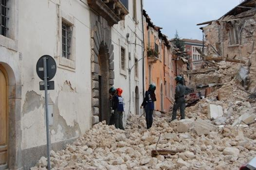 l-aquila-quake-damage