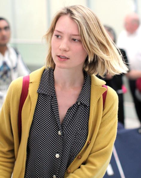 Mia+Wasikowska+Mia+Wasikowska+Arriving+Flight+5480UPuqYIYl